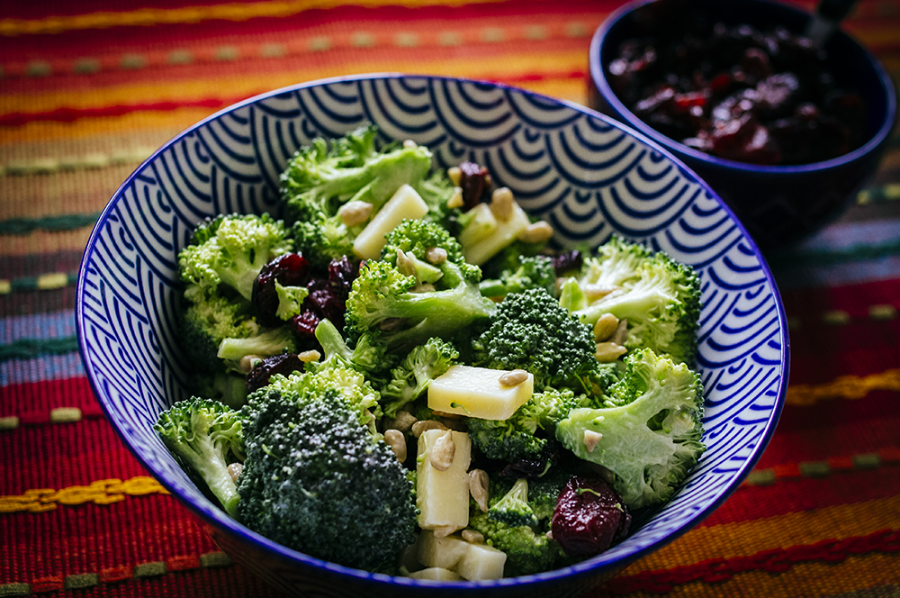Salade de brocolis et canneberges